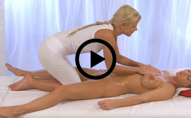 Porna: Vrouw geeft sexy massage aan een vrouw