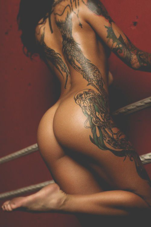 vrouwen met tatoeages