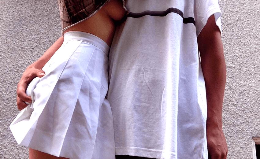 Sexy verhaal: Een kort rokje en witte kousen